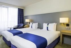 4* Hotel Bedroom Milton Keynes
